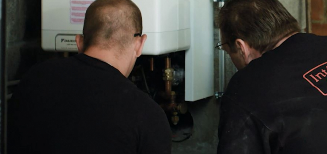 Installatie van een hybride warmtepomp en aardgas condensatieketel