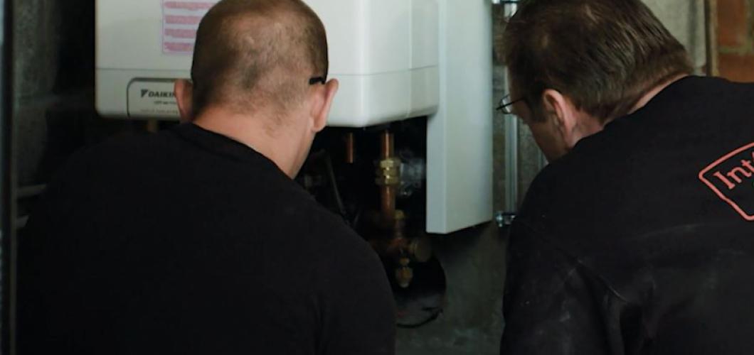 <p>Installation d'une pompe à chaleur chaudière à condensation au gaz naturel</p>
